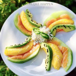 Vrolijk molentje met gerookte zalm en vers fruit