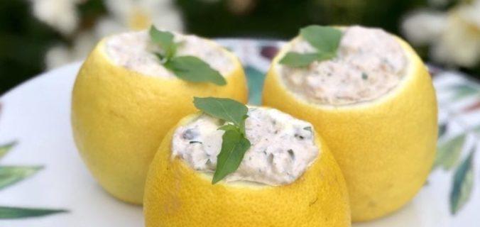 Gevulde citroen met tonijn