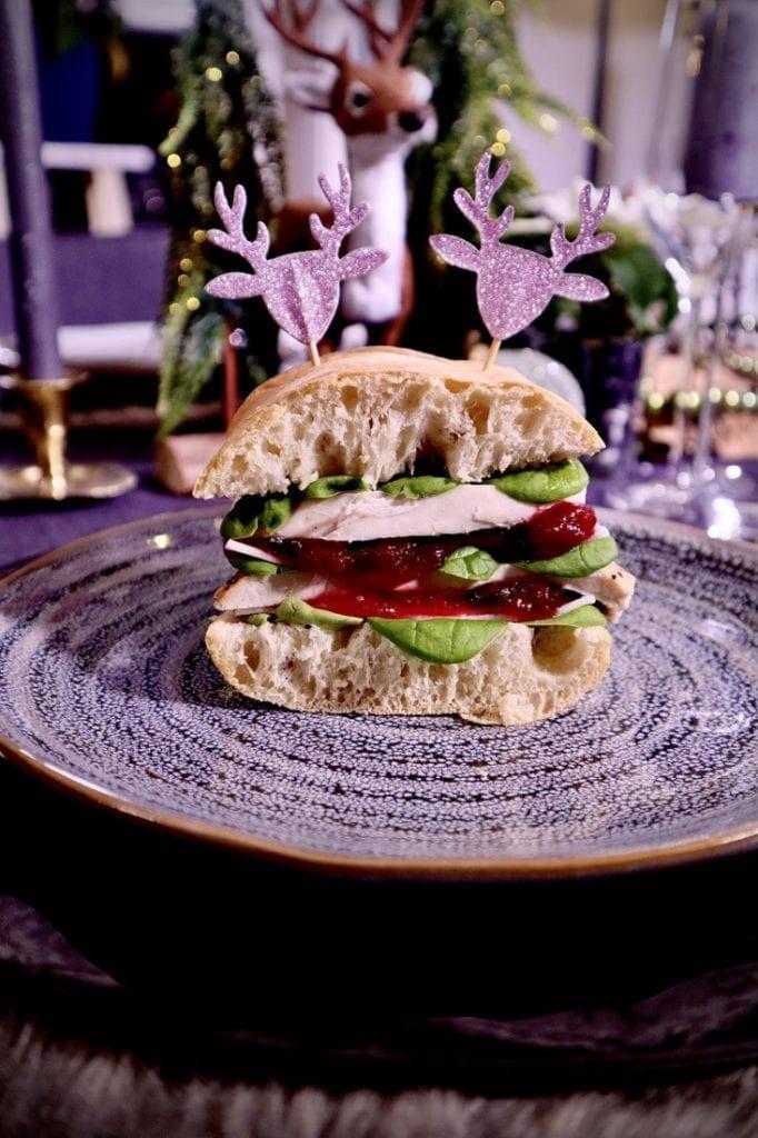 Kalkoen sandwich met cranberrysaus