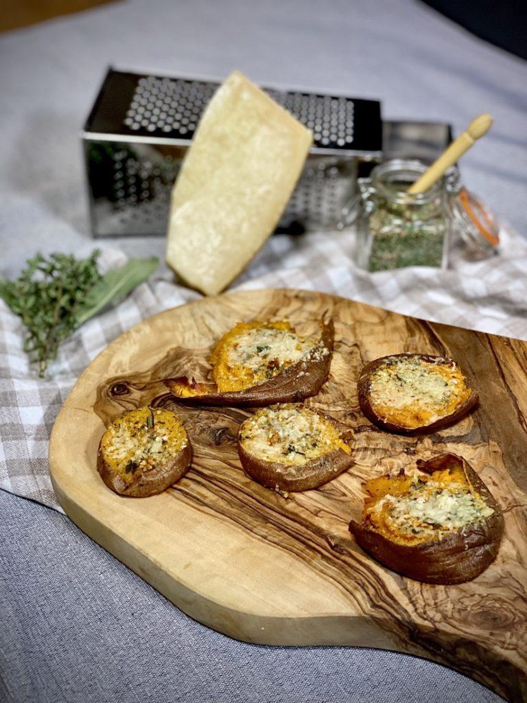 Smashed zoete aardappel met knoflookboter