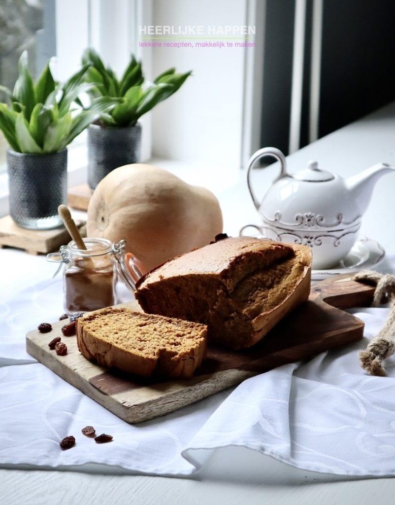Kaneel pompoenbrood met rozijnen