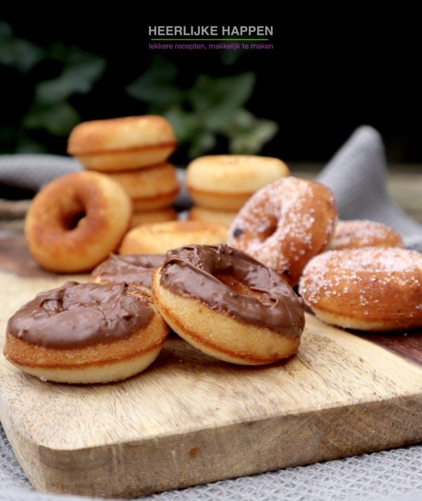 Huisgemaakte gesuikerde donuts