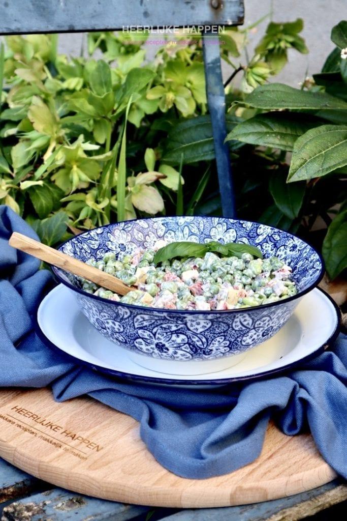 Romige doperwtensalade met kruidnagelkaas