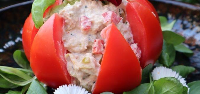Vleestomaat gevuld met tonijnsalade