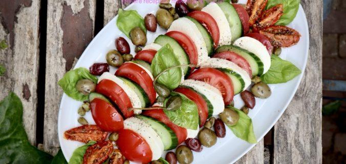 Luxe caprese salade met olijven