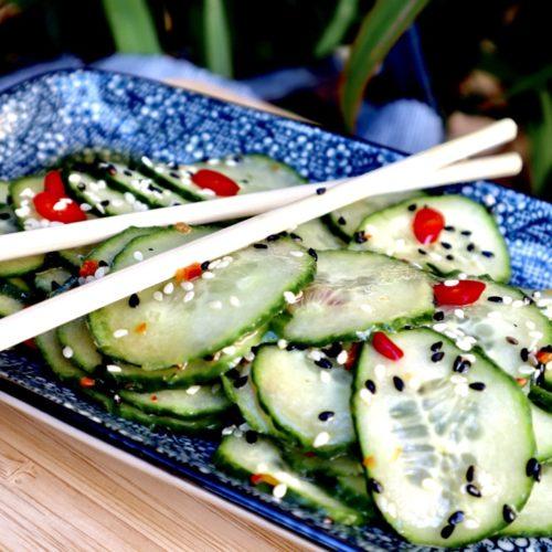 Aziatisch gemarineerde komkommersalade