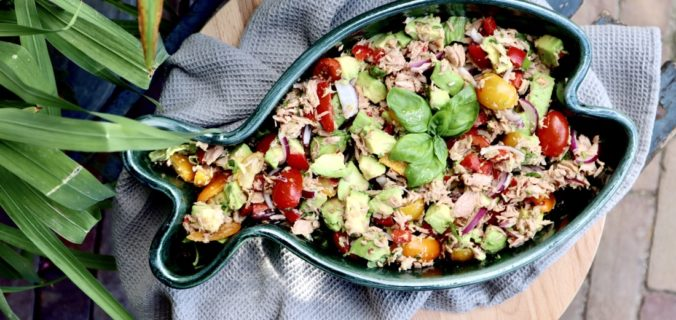 Gezonde avocado tonijnsalade